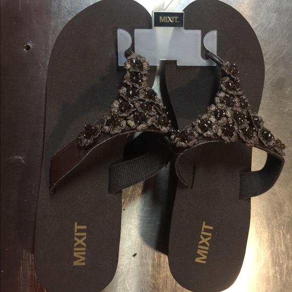 f9b187a8a NEW Cute MIXIT summer flip flops!